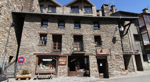 Apartamentos Casa Vella Popaire