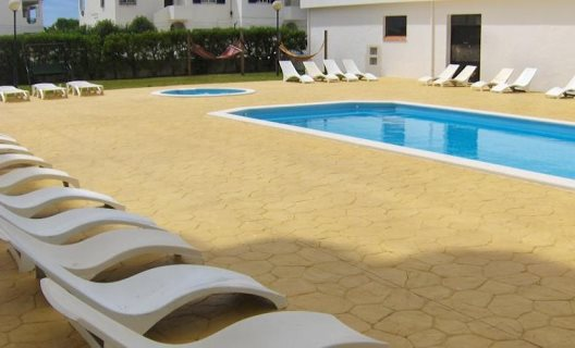 dona ana big and beautiful singles Vila praia dona ana accommodations  dining area as beautiful fitted kitchen with cooker, fridge, washing machine, microwave, coffee and sandwich maker and lovely hand carved dinning table and chairs outside there is a private entrance to the apartment and you also have your own very private garden with passion fruits fig trees and tropical.