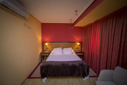 Aparthotel arenteiro o carballi o ourense for Appart hotel 93