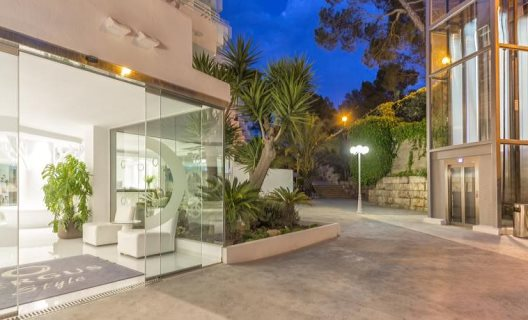 Aparthotel fergus style cala blanca suites santa ponsa for Aparthotel jardin del mar