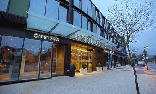 Aparthotel zenit jardines de uleta suites vitoria lava for Jardines de uleta vitoria