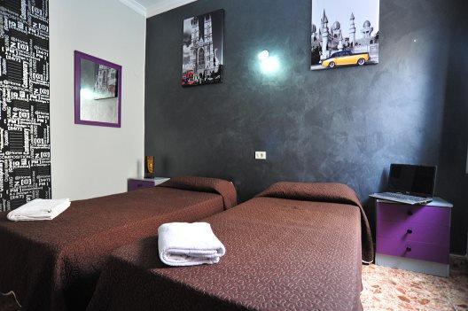 Hostel Alcaravaneras