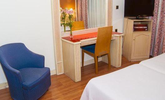 hotel reina ana maria: