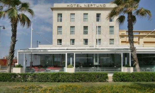 Hotel neptuno playa valencia valencia valencia for Hotel familiar valencia playa