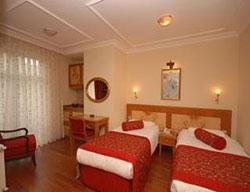 Hotel Santa Ottoman