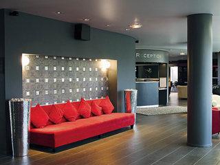 Hotel Suites By Mdb Roissy