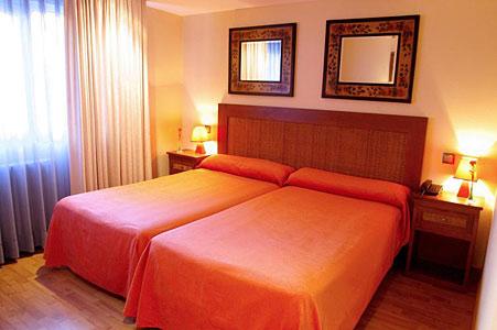 Hotel Tres Condes