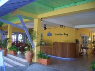 Hotel True Blue Bay Resort